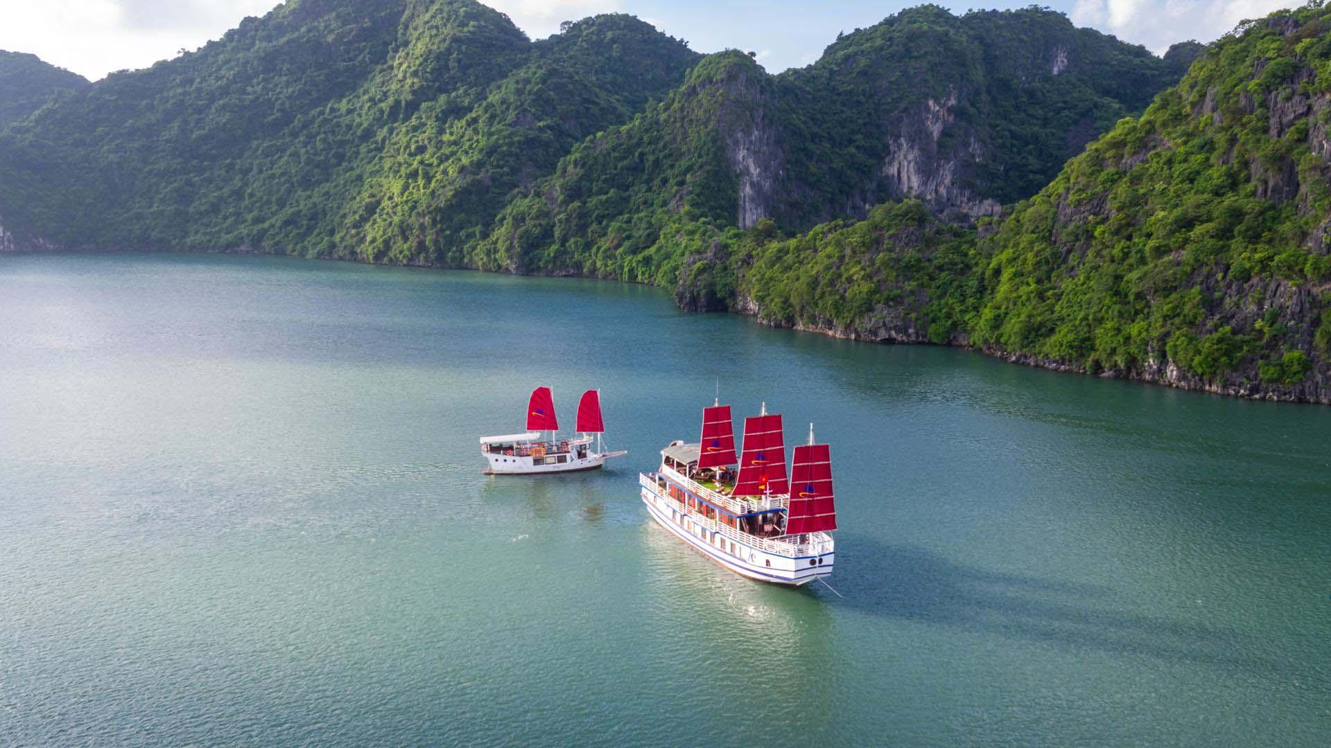 Luxury Amazing Sails Halong Bay