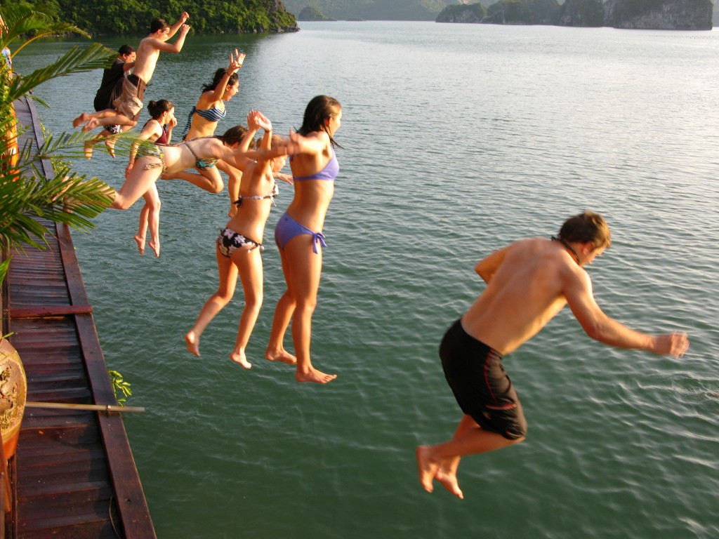 halong-bay-swimming